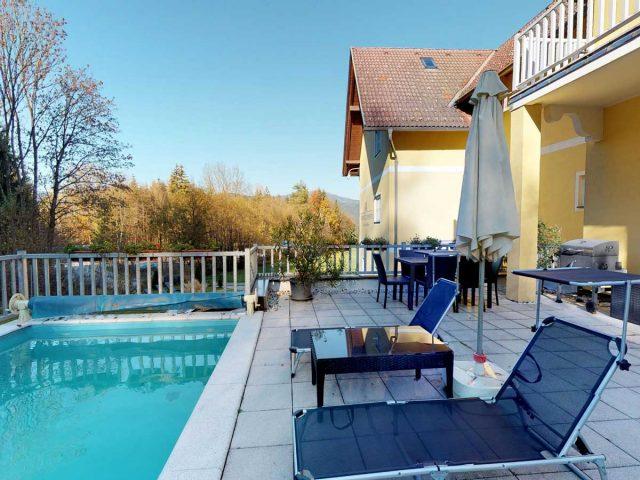 ferienwohnungen-velden-woerthersee-terrasse-pool